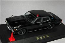 1/43スケール 330セドリック 覆面・白黒パトカー、