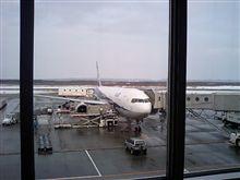 飛行機が遅れています