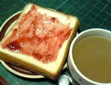 ジャムつきパンと、珈琲。