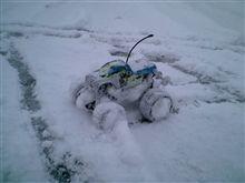 雪が降ったらちっちゃいラジコンで爆走!v(。・ω・。)ィェィ♪