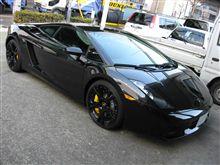 真っ黒な車