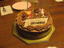 今日は夫婦そろっての誕生日ケーキ(^_-)-☆