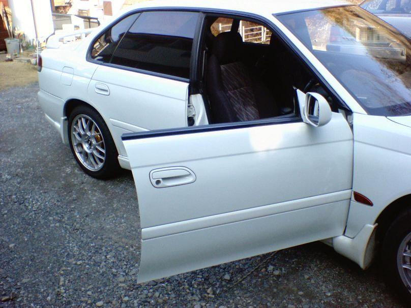 レス ドア サッシュ 【BMW4シリーズグランクーペ】サッシュレスドアの開け閉めでウィンドウのガラスが少し下がったり上がったりする機能について調べてみた^^