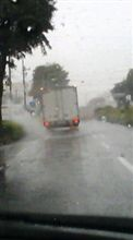 ♪激しい雨が…