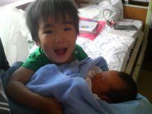 やまは兄弟初対面です。