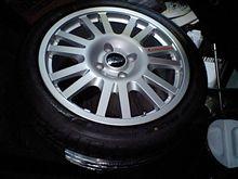 タイヤとホイールの融合。