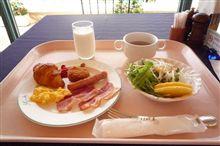 メタボ道中記(文月編):6 プールサイドで朝食(佐世保:弓張の丘ホテル)