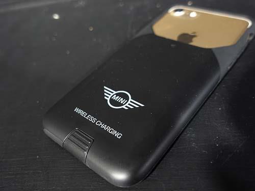 d8da381b34 ... 可能になる機能があり、カバーに付属のLightning端子をiPhone7に挿します。 お次は、iPhoneSE用のワイヤレス充電対応の スマホカバー。