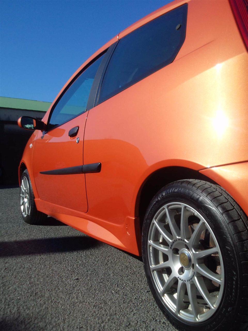 東京都立川市の車の板金塗装修理工場 ガレージローライドのフィアット プント のオールペイント オールペン 全塗装 です。