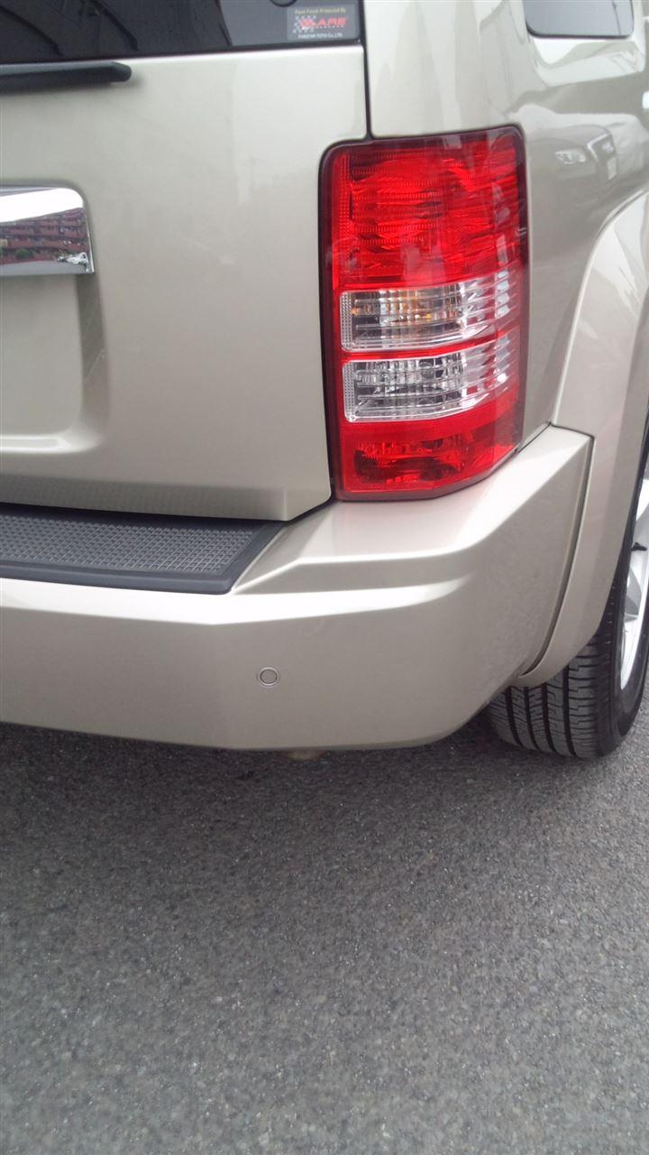 東京都立川市の車の板金塗装修理工場 ガレージローライドのジープ チェロキーのリヤバンパーの板金 修理 塗装 です。