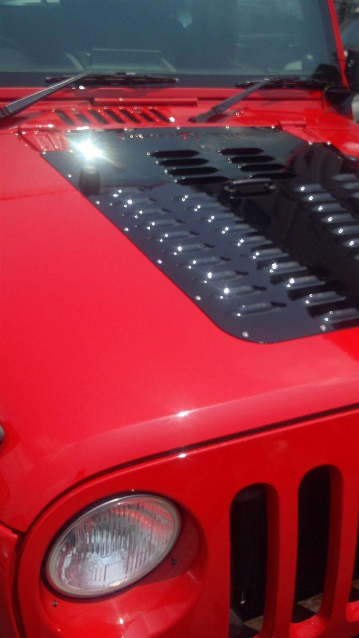 東京都立川市の車の板金塗装修理工場 ガレージローライドのジープ JK ラングラー のバンパー サイドステップ 交換 塗装 です。