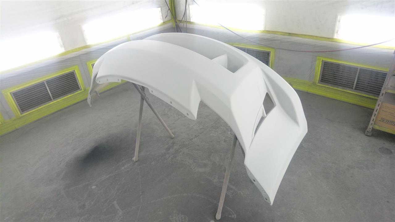 立川市の車の板金塗装修理工場 ガレージローライドの日産 フェアレディZのエアロパーツ塗装・取り付け です。