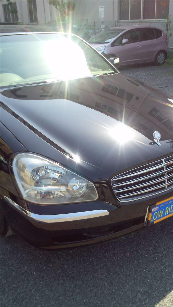 東京都立川市の車の板金塗装修理工場 ガレージローライドの日産 シーマの前まわりの飛び石キズの車両保険を使った板金 修理 塗装 です。