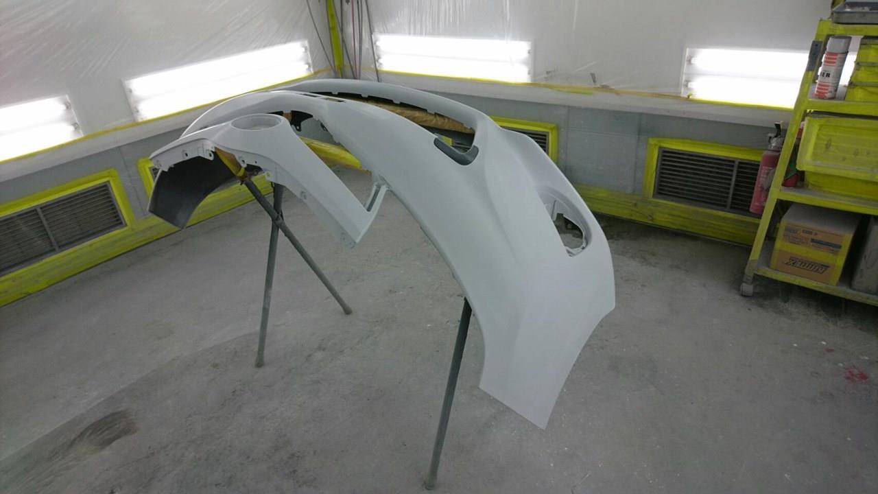 立川市の車の板金塗装修理工場 ガレージローライドのトヨタ ヴィッツの左前部のキズ へこみ の板金 修理 塗装 です。