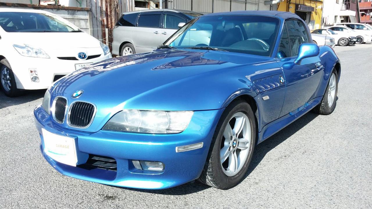 立川市の車の板金塗装修理工場 ガレージローライドのBMW Z3のトランクパネルのキズ へこみ の板金 修理 塗装 です。