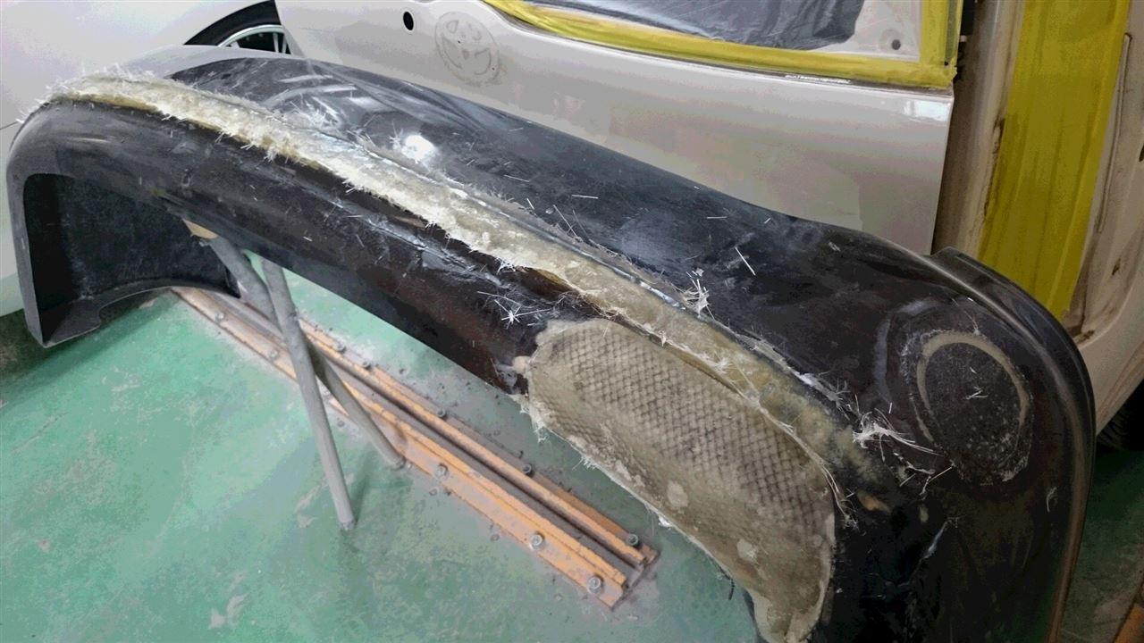 東京都立川市の車の板金塗装修理工場 ガレージローライドのトヨタ ヴォクシーのリヤまわり等のキズ へこみ の板金 修理 塗装 です。