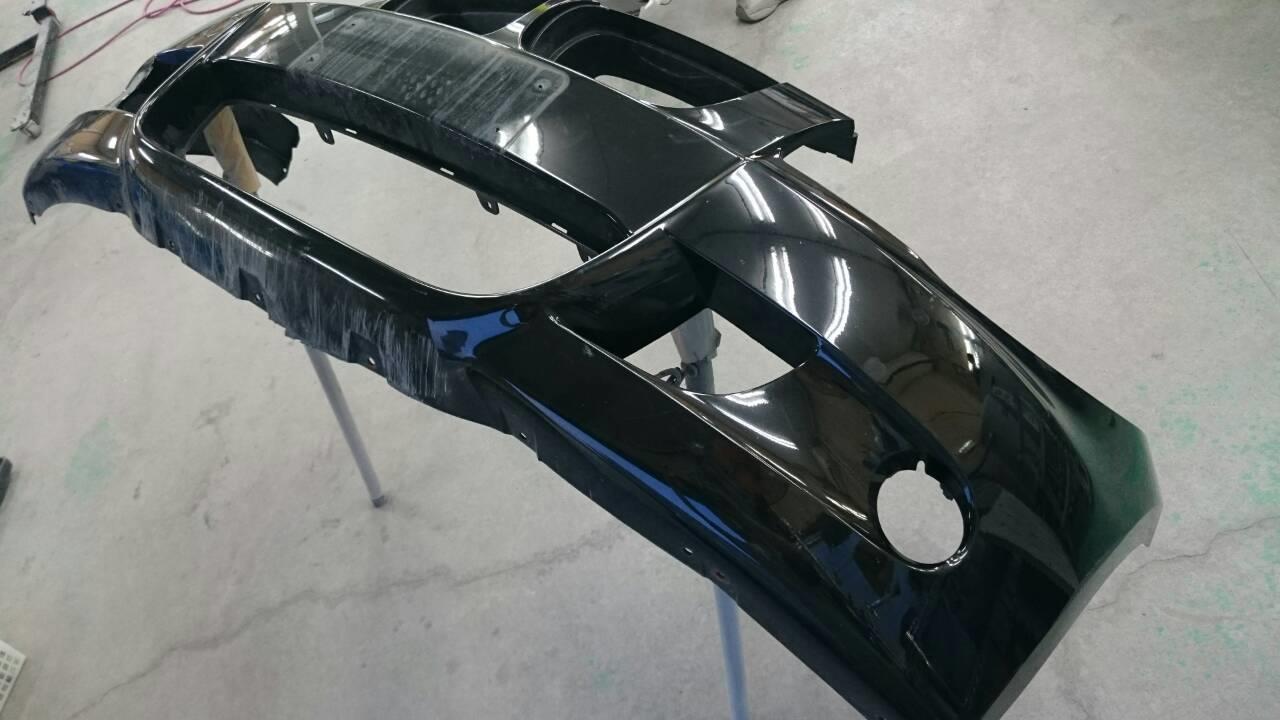 東京都立川市の車の板金塗装修理工場 ガレージローライドのBMW130iの前まわりのキズ へこみ の板金 修理 塗装 です。