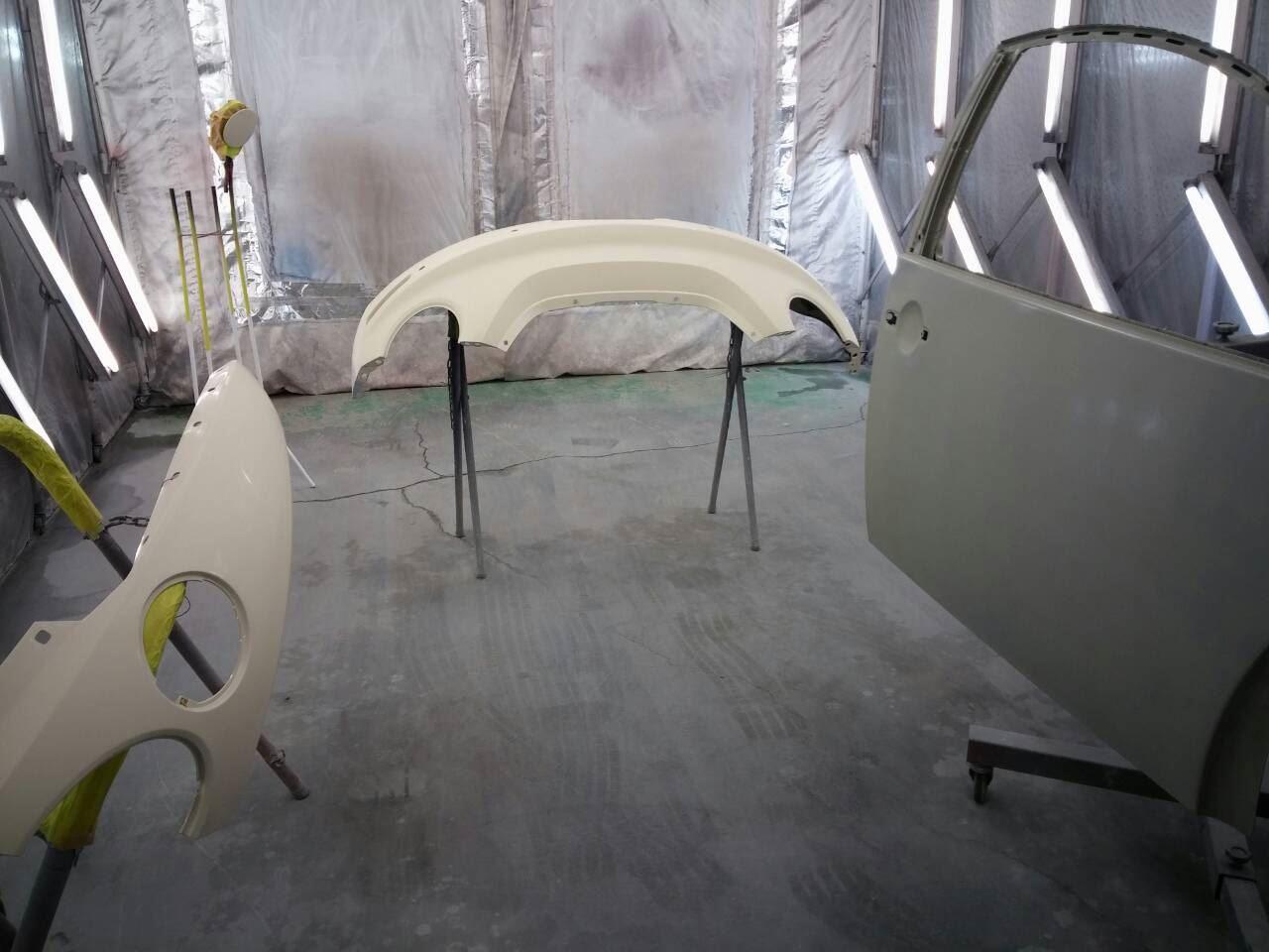 東京都立川市の車の板金塗装修理工場 ガレージローライドのフォルクスワーゲン ビートルの右側面のキズ へこみ の板金 修理 塗装 です。