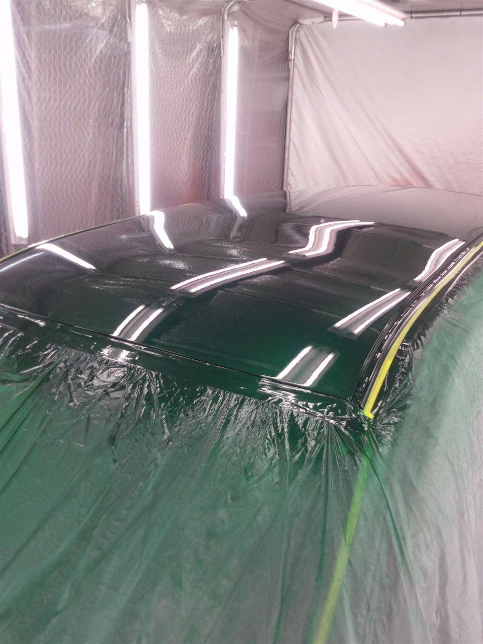 東京都立川市の車の板金塗装修理工場 ガレージローライドのトヨタ ファンカーゴのルーフのキズ へこみ の板金 修理 塗装 です。
