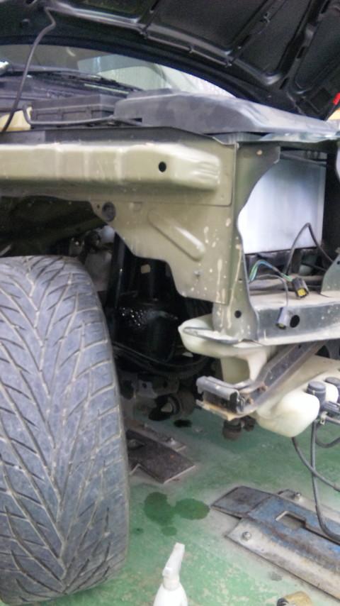東京都 立川市の車の板金塗装修理工場 ガレージローライドのレンジローバーのキズ へこみの板金 修理 塗装 です。