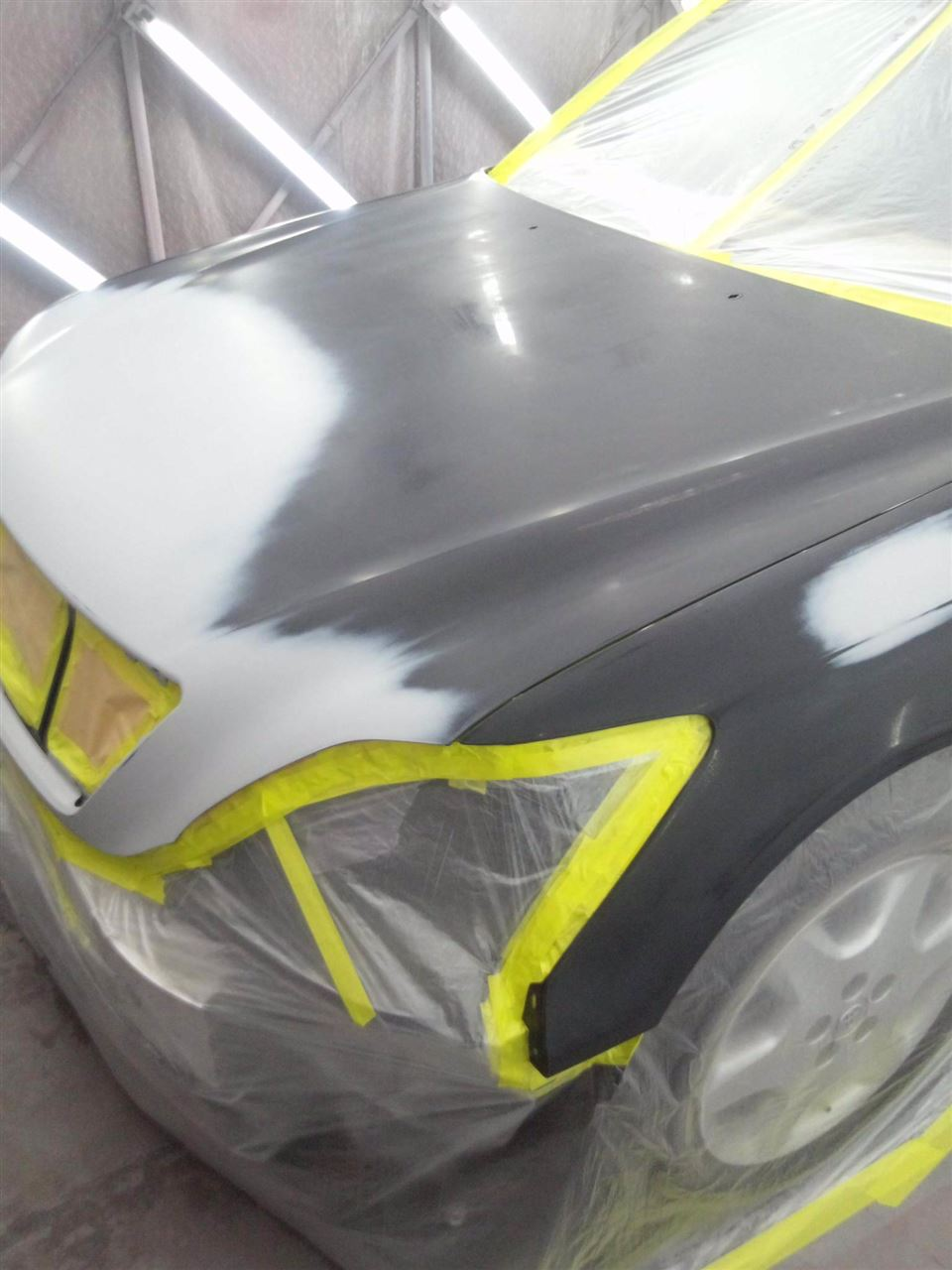 東京都立川市の車の板金塗装修理工場 ガレージローライドのトヨタ セルシオの前まわり リヤまわりのキズ へこみ の板金 修理 塗装 です。