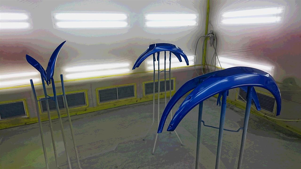 立川市の車の板金塗装修理工場 ガレージローライドのスバル インプレッサの社外FRP製オーバーフェンダー 塗装 取付 です。