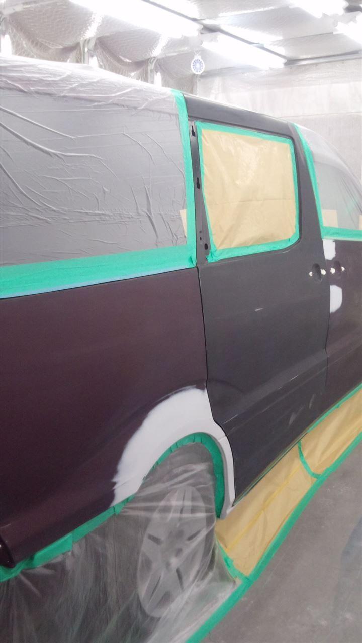 東京都立川市の車の板金塗装修理工場 ガレージローライドのトヨタ アルファードの右側面の車両保険を使ったキズ へこみ の板金 修理 塗装 です。