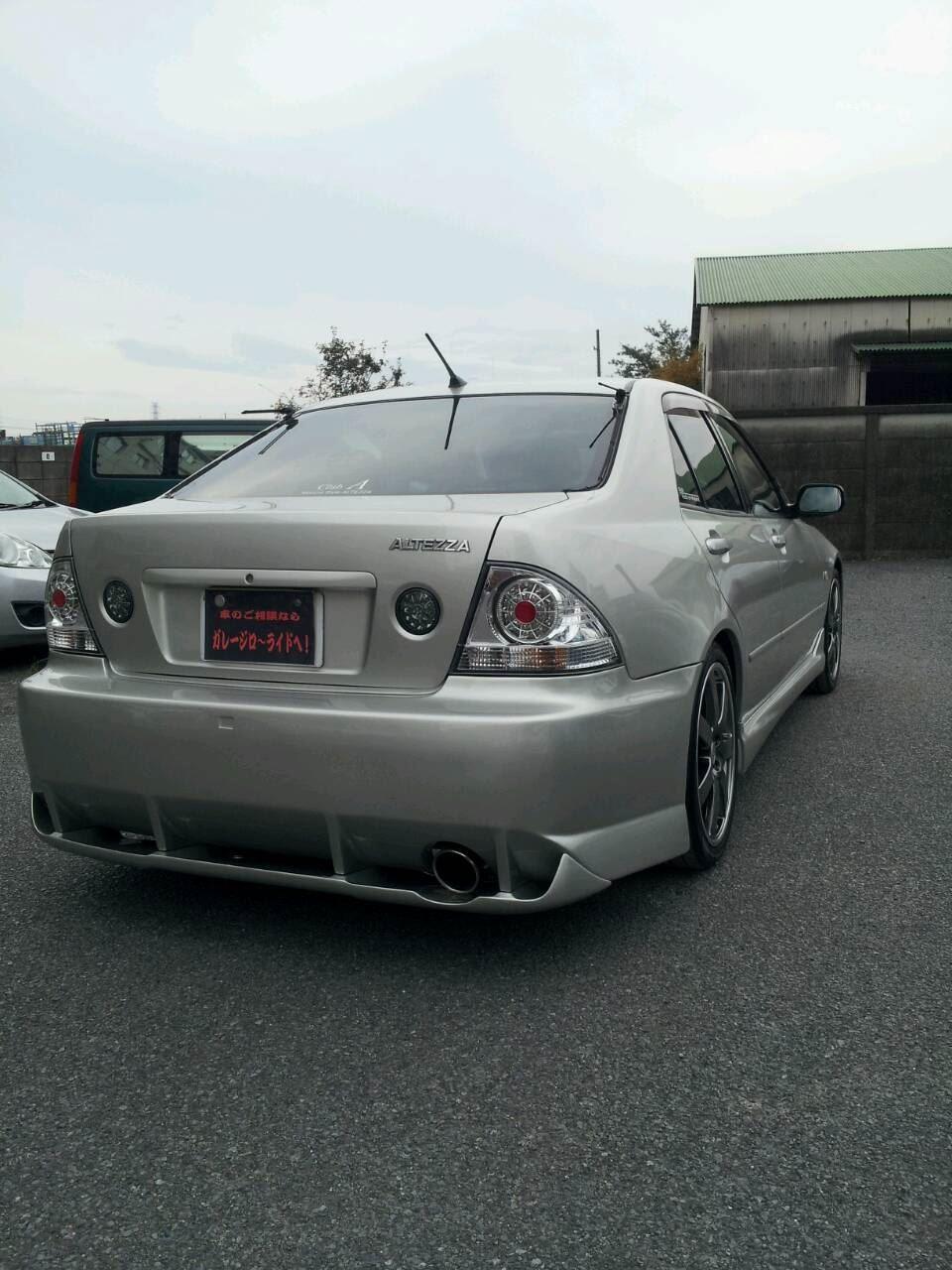 東京都立川市の車の板金塗装修理工場 ガレージローライドのトヨタ アルテッツァのエアロパーツ 塗装 取付です。