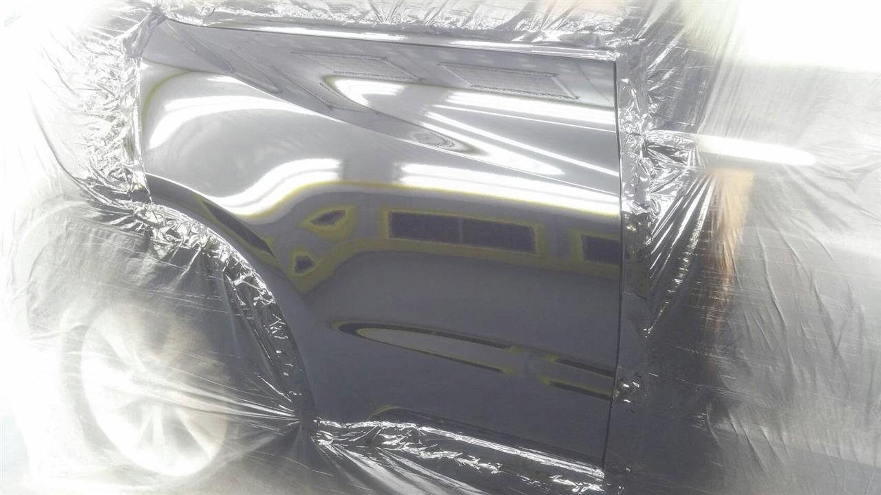 立川市の車の板金塗装修理工場 ガレージローライドのホンダ ヴェゼルの右リヤドアの板金 修理 塗装 です。