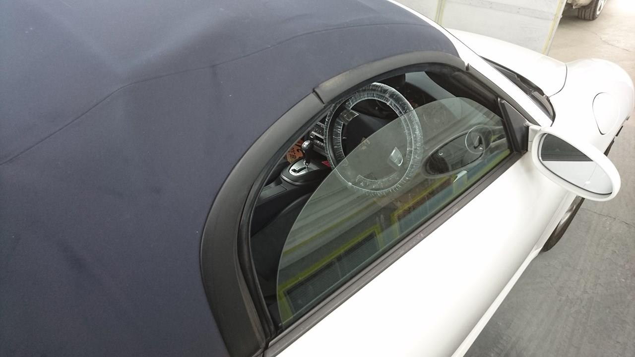 立川市の車の板金塗装修理工場 ガレージローライドのポルシェ ボクスターのキズ へこみ の板金 修理 塗装、ボディ磨き&ジーゾックスリアルガラスコート艶プラス施工です。