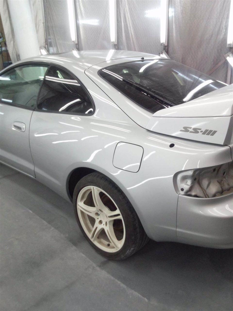 東京都立川市の車の板金塗装修理工場 ガレージローライドのトヨタ セリカの左側面のキズ へこみ の板金 修理 塗装 です。