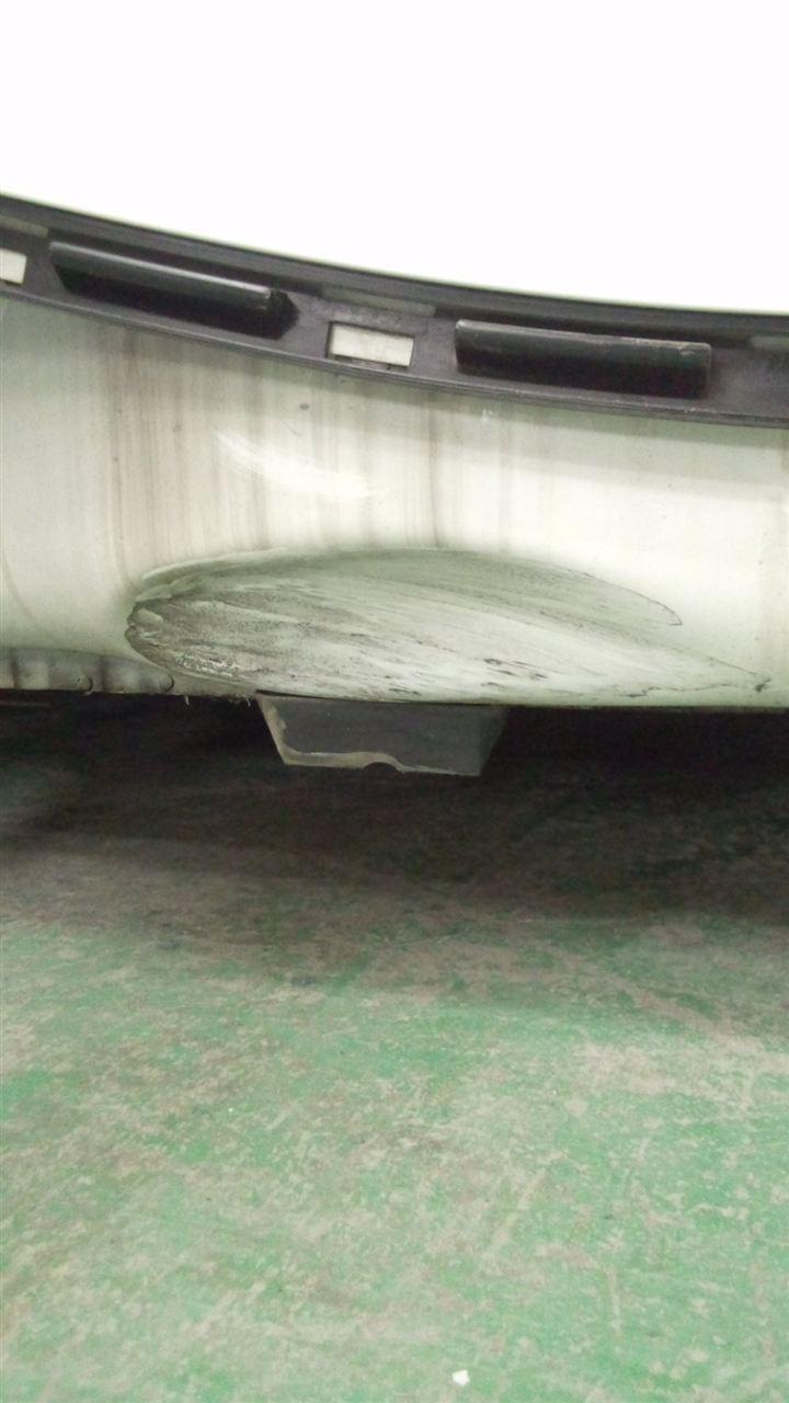 東京都立川市の車の板金塗装修理工場 ガレージローライドのBMW Z4の左側面のキズ へこみ の板金 修理 塗装 です。