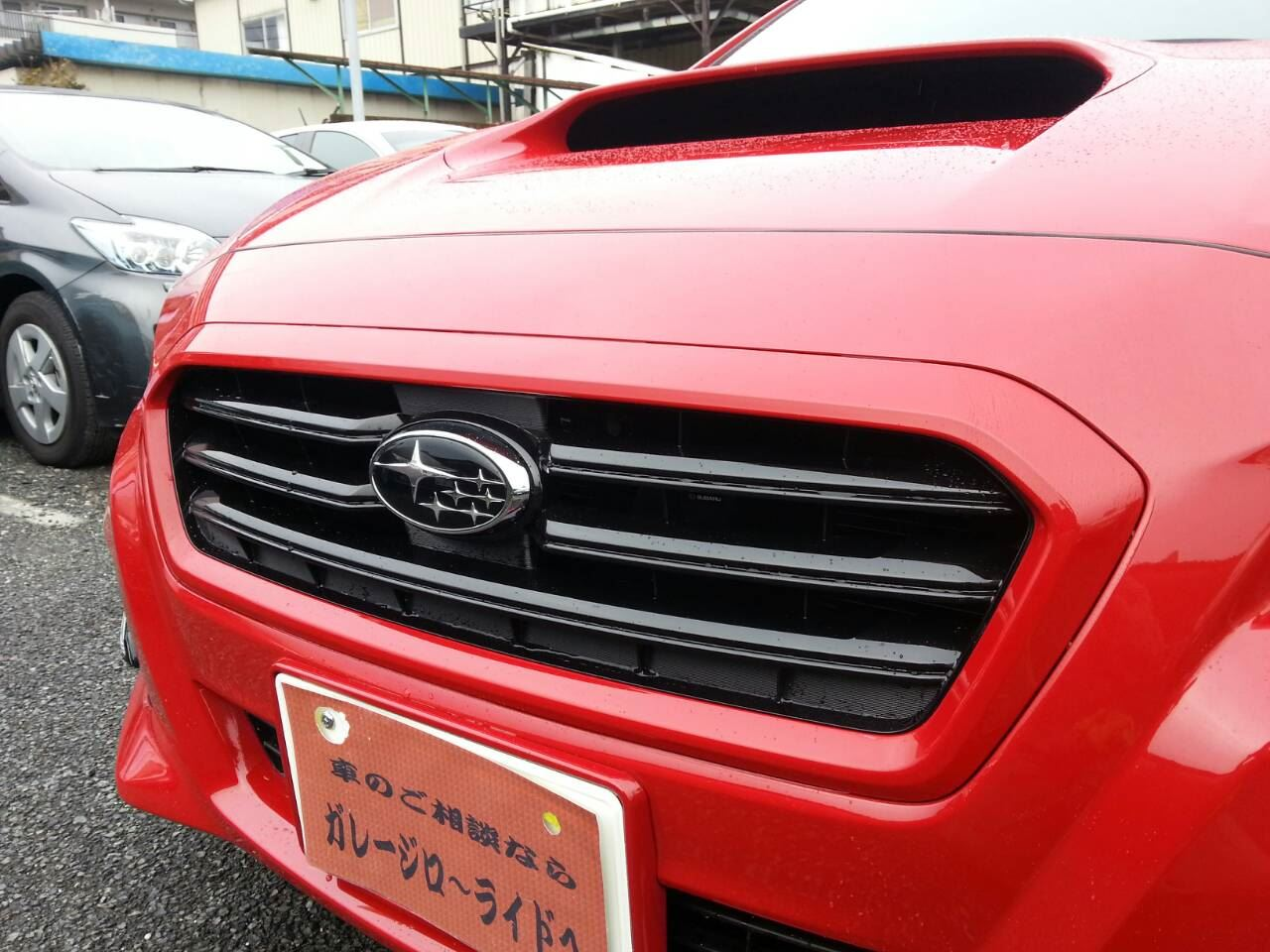 東京都立川市の車の板金塗装修理工場 ガレージローライドのスバル レヴォーグの前まわりのカスタム塗装 です。