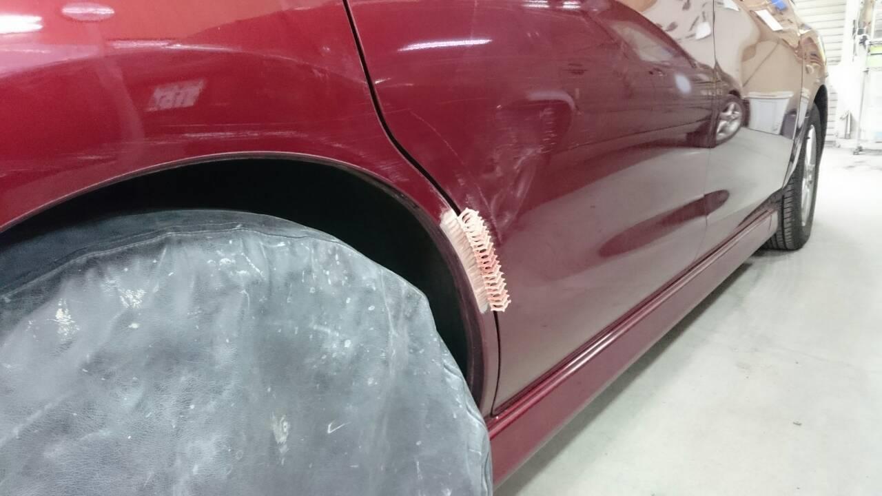 立川市の車の板金塗装修理工場 ガレージローライドの日産 ラフェスタの右リヤフェンダ等のキズ へこみ の板金 修理 塗装 です。