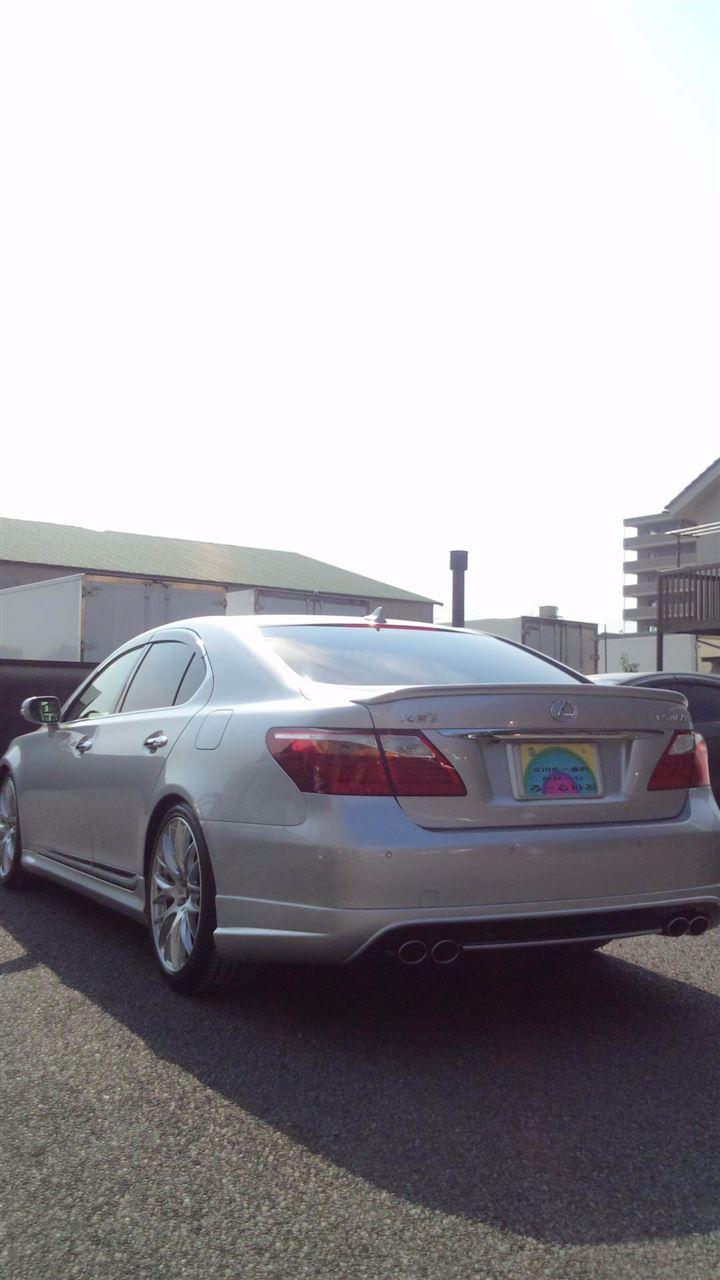 東京都立川市の車の板金塗装修理工場 ガレージローライドのトヨタ レクサス LS460のエアロパーツ 塗装 取り付け です。