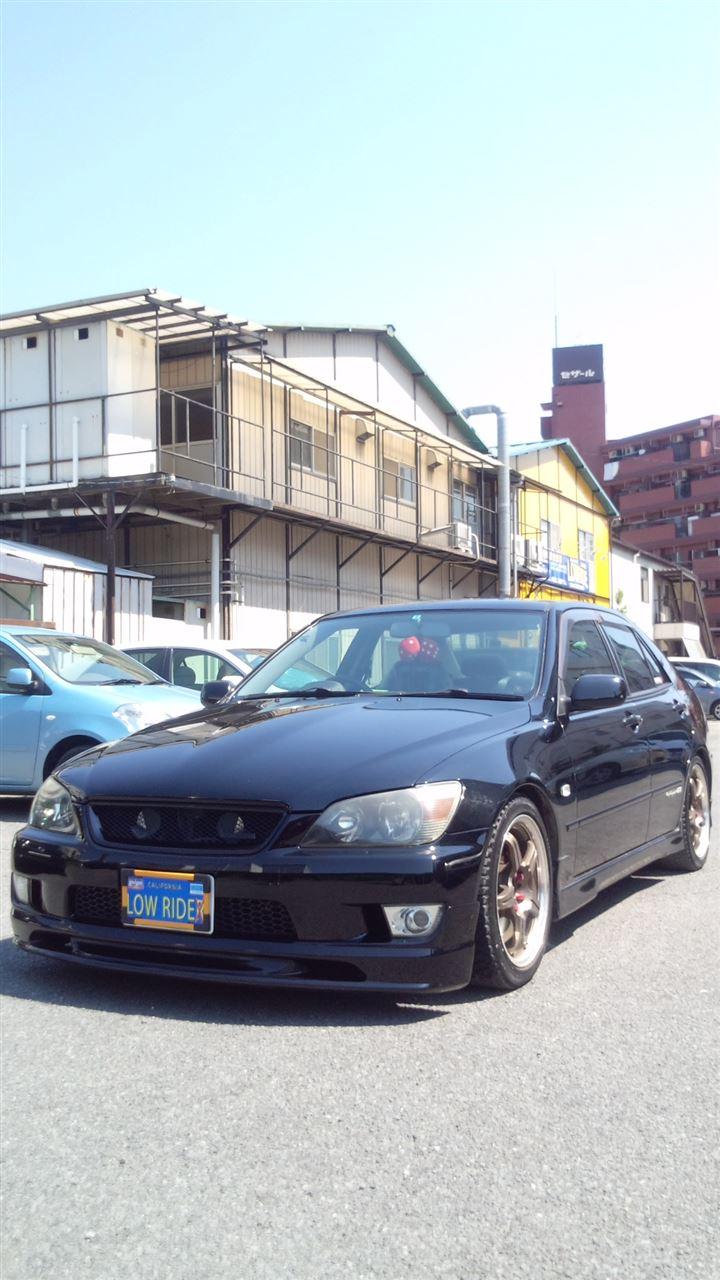 東京都立川市の車の板金塗装修理工場 ガレージローライドのトヨタ アルテッツァの右前部の保険を使ったキズ へこみ の板金 修理 塗装 です。