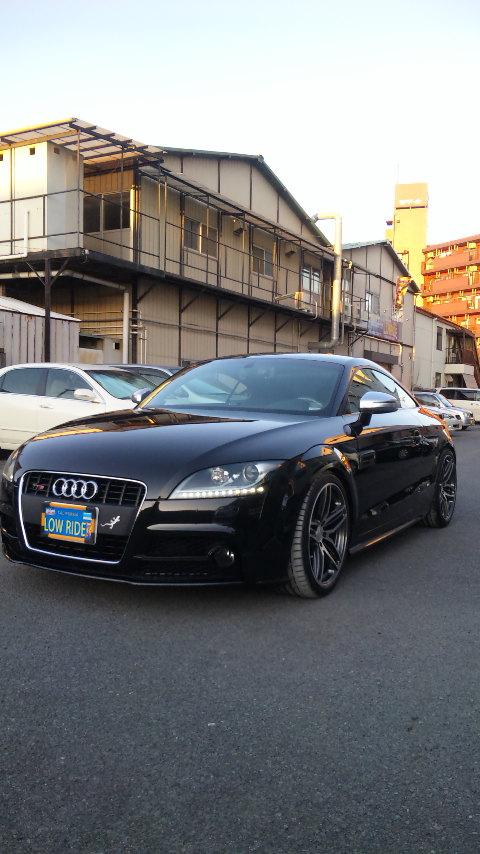 東京都立川市の車の板金塗装修理工場 ガレージローライドのアウディTTの車両保険を使ったアウディTTSの飛び石キズの修理 塗装 です。