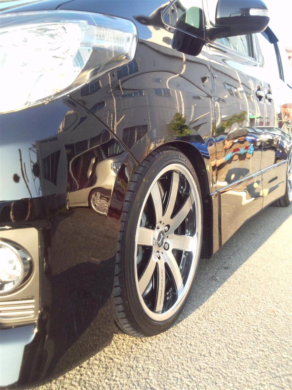 東京都立川市の車の板金塗装修理工場 ガレージローライドのトヨタ アルファードの新車のボディー磨き&プロテクトコーティング です。
