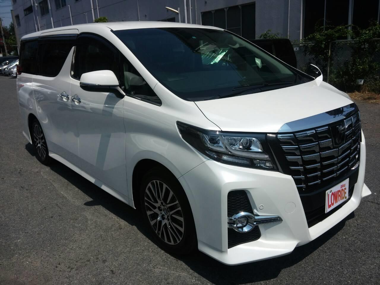東京都立川市の車の板金塗装修理工場 ガレージローライドのトヨタ アルファード 新車のボディー磨き&ガラスコーティング です。