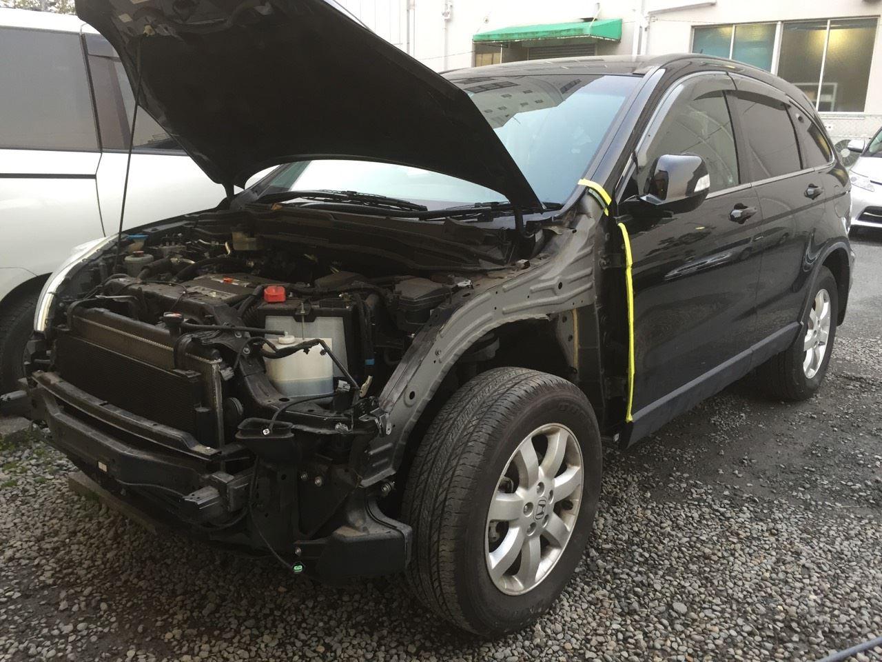 東京都立川市の車の板金塗装修理工場 ガレージローライドのホンダ CR-Vの左前部のキズ へこみ の板金 修理 塗装 です。