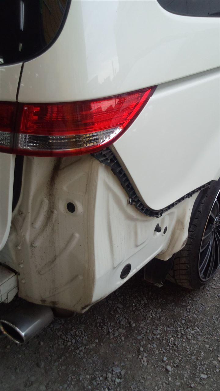 東京都立川市の車の板金塗装修理工場 ガレージローライドのホンダ エリシオンのリヤまわりのキズ へこみ の板金 修理 塗装 です。