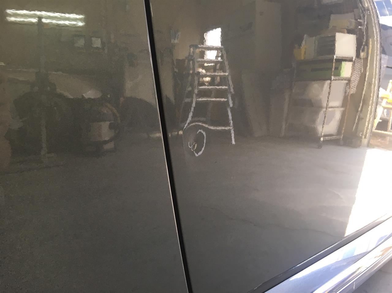 立川市の車の板金塗装修理工場 ガレージローライドのフォルクスワーゲン ザ ビートルのリヤバンパ・右ドアのキズ へこみ の板金 修理 塗装 です。