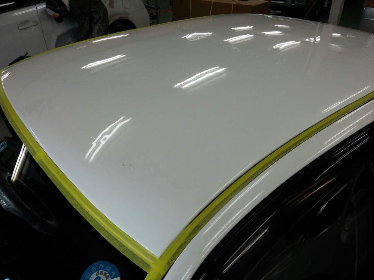 東京都立川市の車の板金塗装修理工場 ガレージローライドの三菱 ランサーのルーフのキズ へこみ の板金 修理 塗装 です。