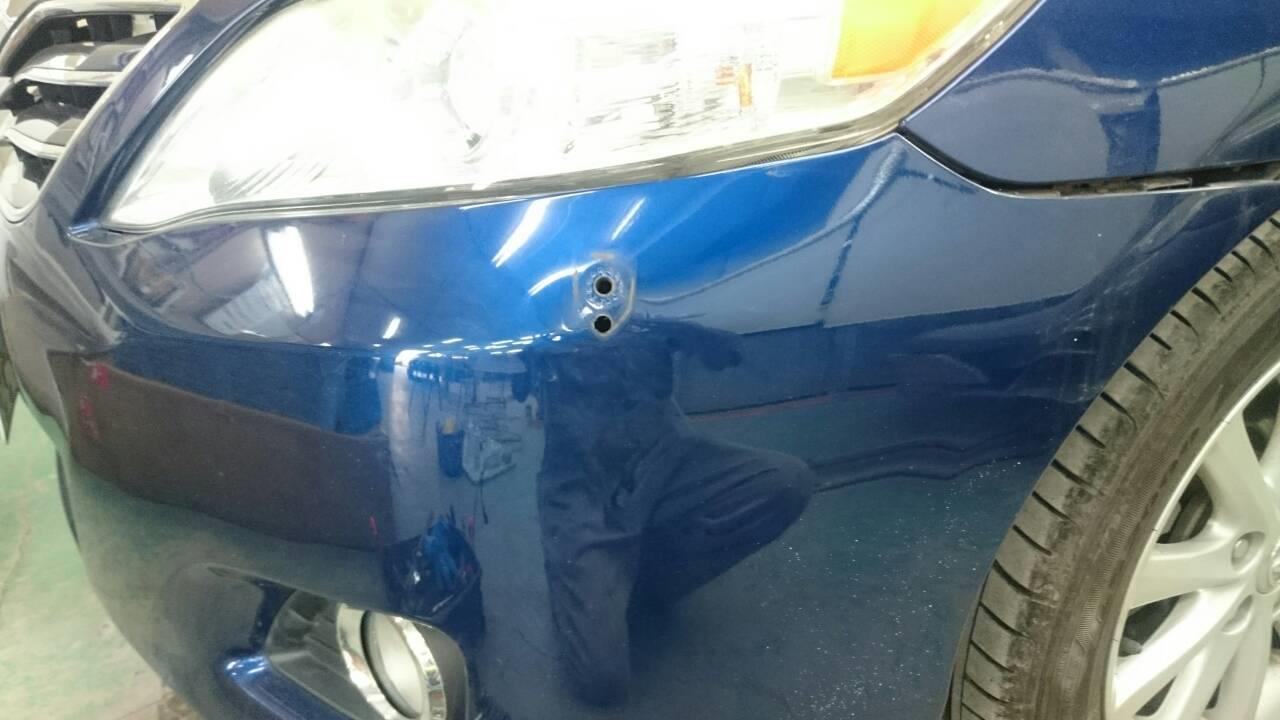 東京都立川市の車の板金塗装修理工場 ガレージローライドのトヨタ カムリの左側面のキズ へこみ の板金 修理 塗装 です。