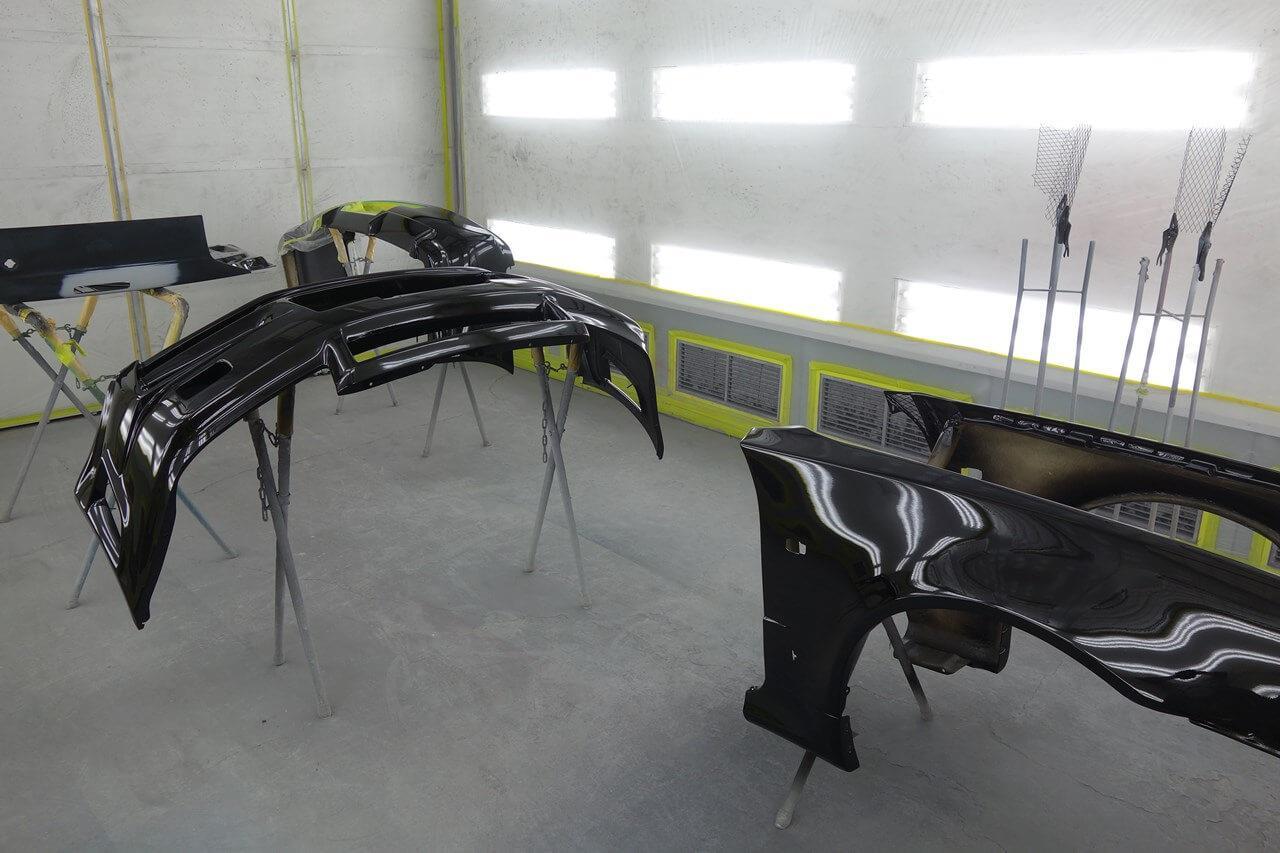 立川市の車の板金塗装修理工場 ガレージローライドの日産 スカイライン GT-Rのニスモ製エアロパーツ塗装・取り付け等です。
