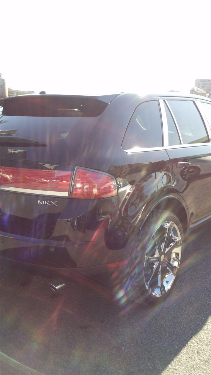 東京都立川市の車の板金塗装修理工場 ガレージローライドのフォード リンカーン MKX の右側面のキズ へこみ の板金 修理 塗装 です。
