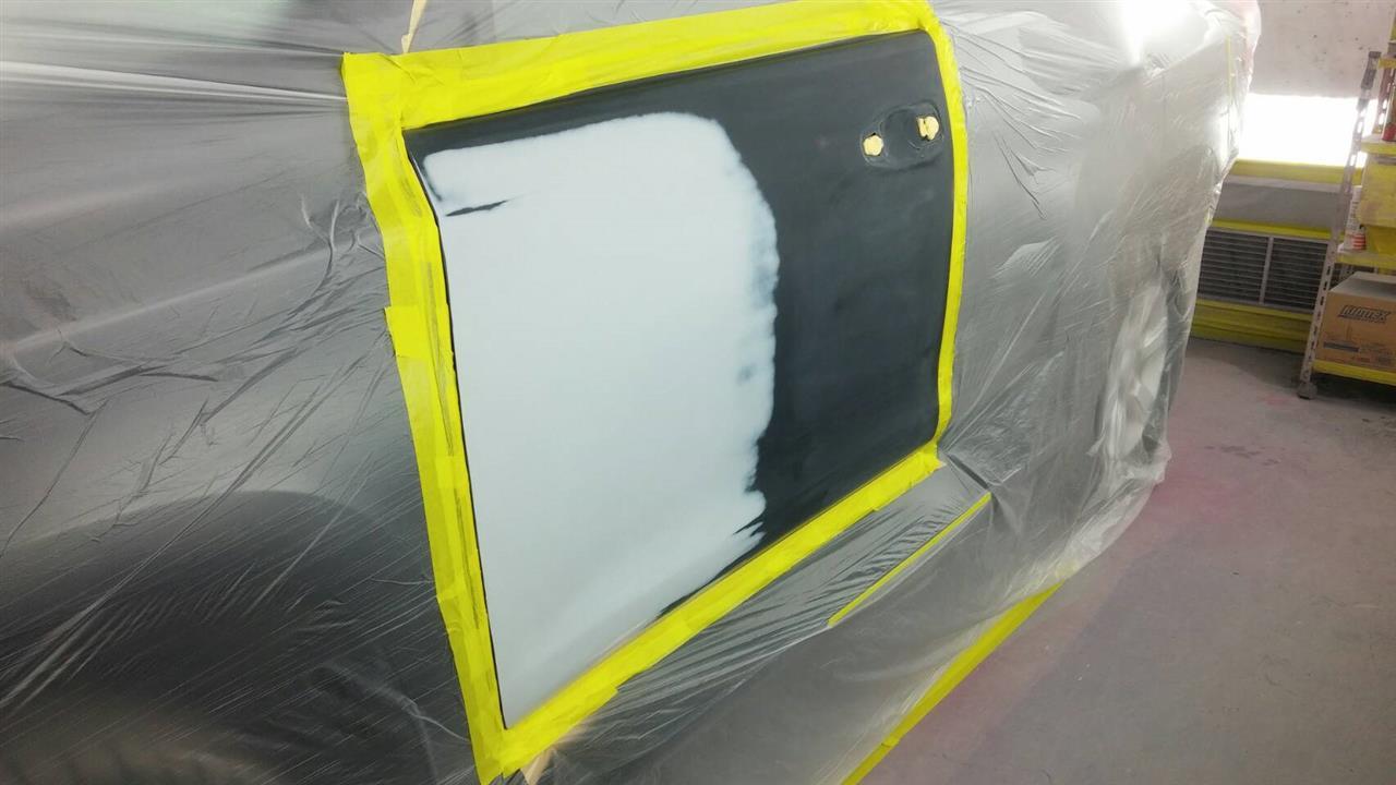 立川市の車の板金塗装修理工場 ガレージローライドのトヨタ ランドクルーザー プラドの左フロントドア等のキズ へこみ の板金 修理 塗装 です。