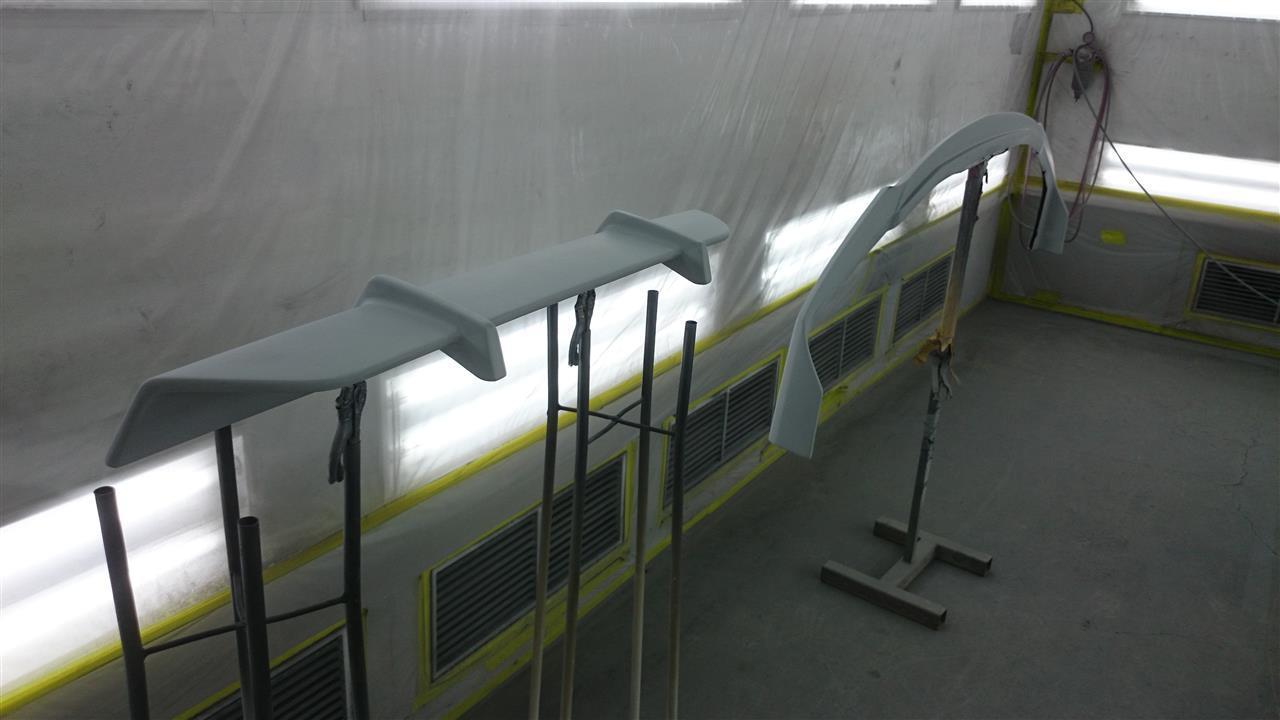 東京都立川市の車の板金塗装修理工場 ガレージローライドのトヨタ ヴェルファイアG's のエアロパーツ塗装 取付 です。