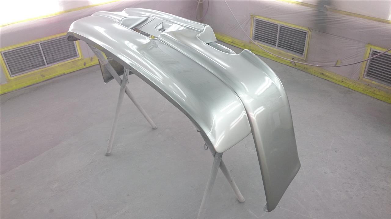 立川市の車の板金塗装修理工場 ガレージローライドの日産 スカイラインのFRP製リヤバンパーの割れ修理 塗装 です。