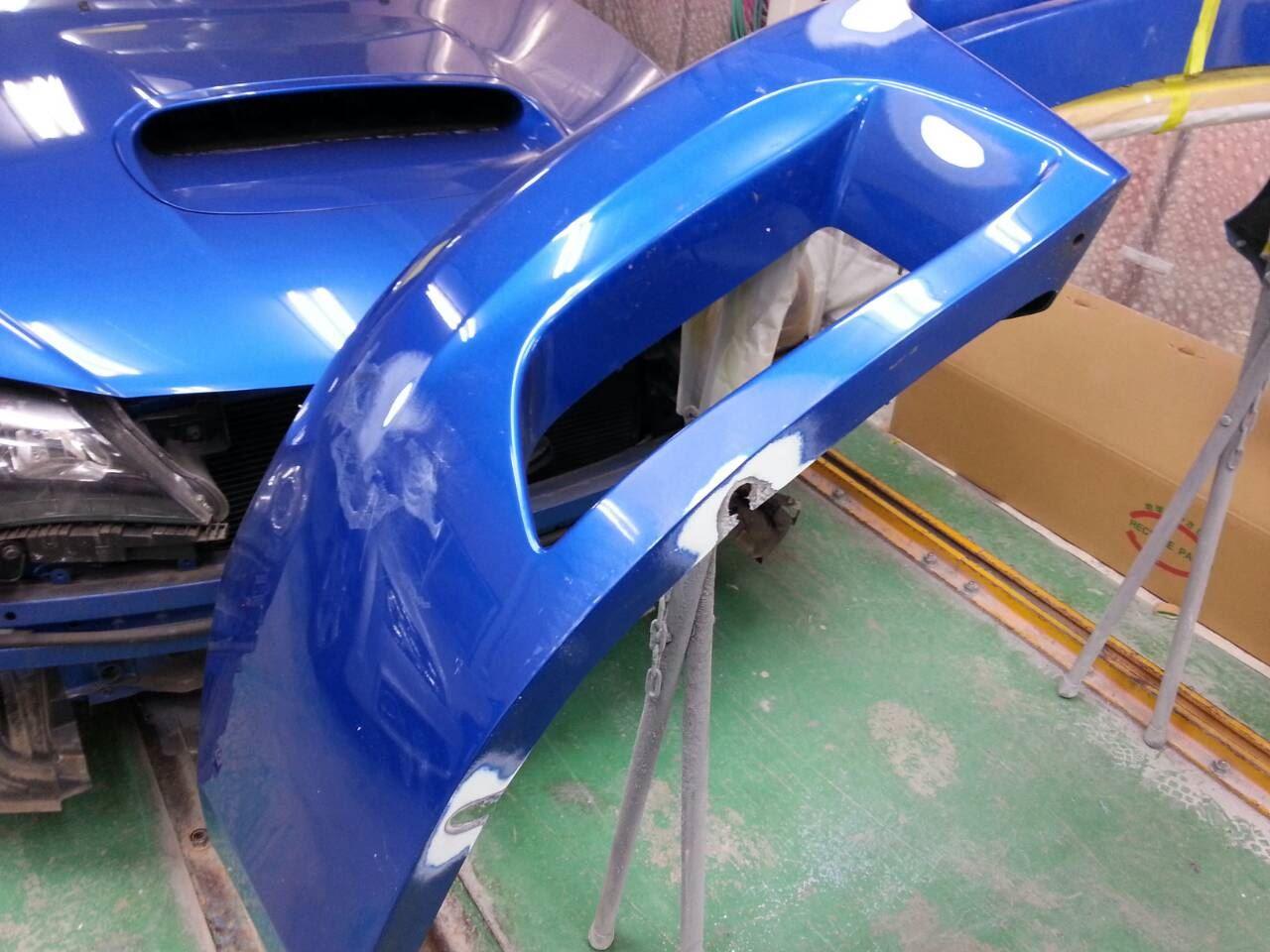東京都立川市の車の板金塗装修理工場 ガレージローライドのスバル インプレッサのエアロパーツ塗装 取付等です。